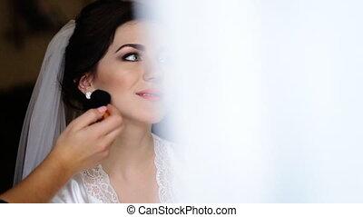 파랑, 귀여운, 적용하는 것, 가운, 드레스를 입는 것, 나이 적은 편의, 쉬다, 신부 들러리, 신부, 아름다운, 메이크업, 백색, 비단, 베일