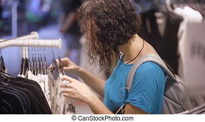 파랑, 접촉, 브루넷의 사람, 어깨., 꼬부라진, 그의 것, 몸치장을 한다, fashionista, 걸림새...