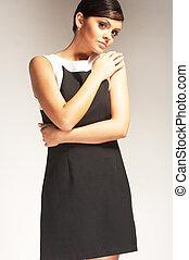 패션 모델, 배치된다, 통하고 있는, 빛, 배경, 에서, 검은 드레스