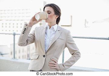 평화로운, 유행, 갈색의, 털이 있는, 여자 실업가, 마시는 커피