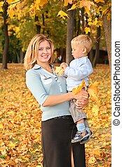 푸른 눈, 블론드인 사람, 와, 그만큼, 아들, 공원안에, 에서, 가을