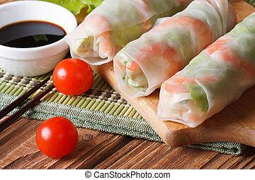 한국어, 밀전병에 소를 넣고 튀긴 중국 요리, 와, 새우, 와..., 소스, 아물다, 수평이다