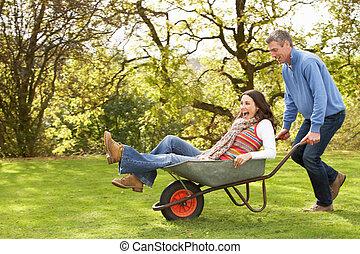 한 쌍, 와, 남자, 증여/기증/기부 금, 여자, 말 등 따위에 타기, 에서, 외바퀴 손수레