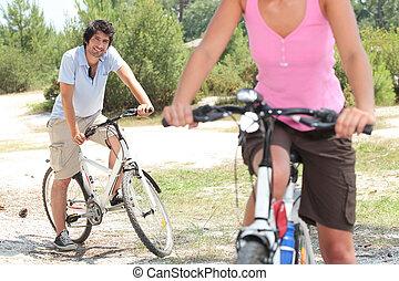 한 쌍, 자전거를 타는 것, 시골의