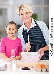 할머니, 손녀, 빵 굽기