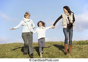 할머니, 와..., 어머니, 손을 잡는 것, 와, 어린 소녀