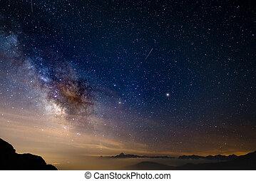 핵심, 알프스 산맥, 다채로운, 별이 많은, 높이, torino, 하늘, 중앙의, 높은, province., 백열하는 것, 길, 하계, 화성, 젖을 섞은, 이탈리아어, 토성, 붙잡는, frame.