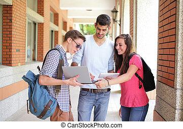 행복하다, 대학생, 컴퓨터를 사용하는 것