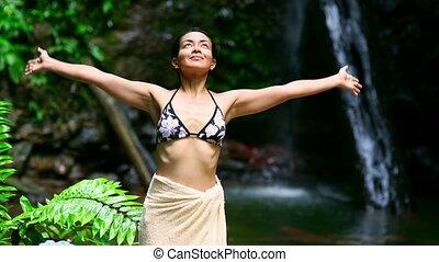 행복하다, 소녀, 열린 팔, 에서, 자연