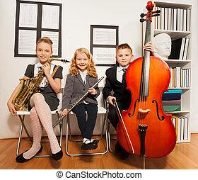행복하다, 아이의그룹, 노는 것, 악기
