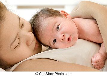 행복하다, 어머니, 와..., 그녀, 새로 태어난 아기, 키스하는 것, 와..., 고수하는 것