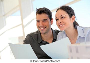 행복하다, 젊음 한 쌍, 서명하는 것, 재산, 구입, 계약