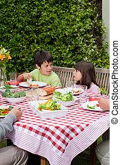 행복한 가족, 먹다, 정원의