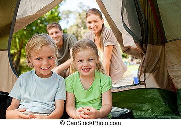행복한 가족, 야영, 공원안에