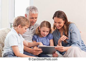 행복한 가족, 을 사용하여, a, 정제, 컴퓨터