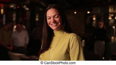 행복한 여자, 중앙의 성인