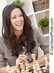 행복해 미소 짓는 것, 아름다운 여성, 체스게임하는