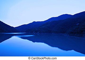 호수, 에서, 파랑
