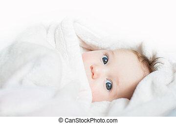 혼자서 젓는 길쭉한 보트, 아기, 노는 것, 비치는 옷