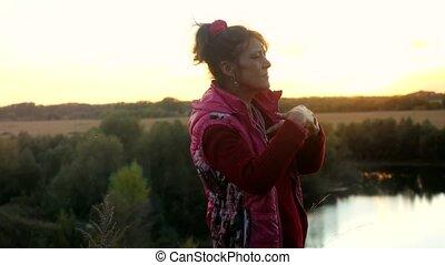 혼자서 젓는 길쭉한 보트, 춤추고 있는 여성, 나이, rock., 성인, 성숙시키다, 재미, 동안에, 가지고 있는 것, sunset.