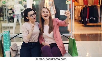 혼자서 젓는 길쭉한 보트, smartphone, 쇼핑, 착석, 우정, selfie, 사진, 벤치, 쾌활한, ...