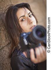 혼합한 경주, 십대 후반의 청소년, 여성, 사진사, 보유 사진기