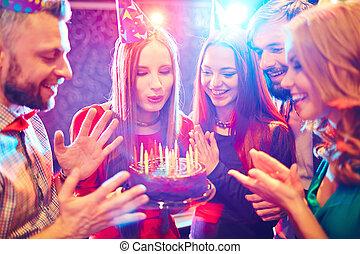 화려한, 생일 파티