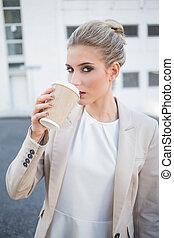 화려한, 유행, 여자 실업가, 마시는 커피