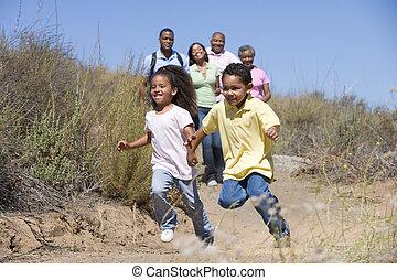 확장된 가족, 걷기, 에서, 시골