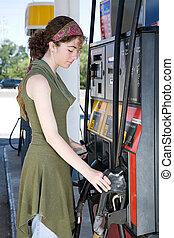 -ban, a, benzinkút