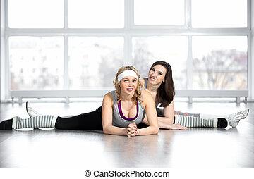Sportliche Blondinen Machen Im Gym Rum