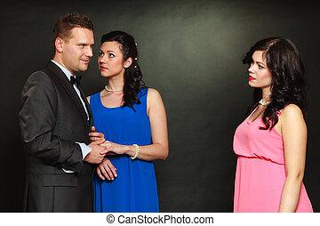 Ehefrau sieht Ehemann betrügen