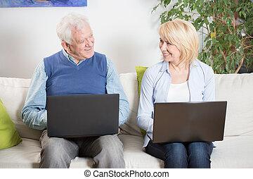 -eik, dolgok, megelégedett, öregedő emberek