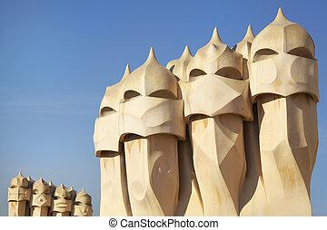Símbolo De Barcelona Chimneys Gaudi En La Terraza De La