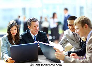 -, koledzy, praca, spotkanie, dyrektor, dyskutując handlowy, jego