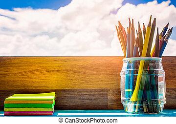 -, mitt hus, sky., anteckningsblock, begrepp, crayons, fönster, lysande, utbildning, blyertspenna, skrivbord, se