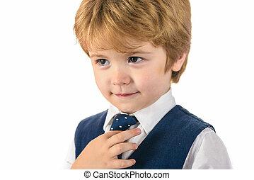 Accesorios y ropa para un pequeño caballero. moda infantil.