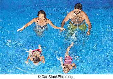 mutterschaft schwimmen unten