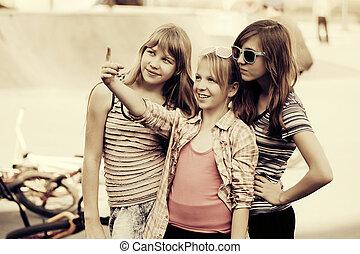 10代少女たち, グループ, 運動場, 幸せ