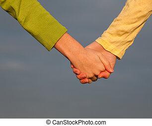 10代少女たち, 手を持つ