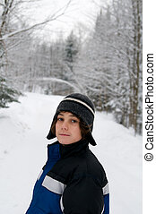 10代少年, 冬, 屋外で
