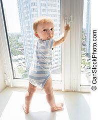 10, vieux, garçon, mois, fenêtre, bébé, essayer, ouvert
