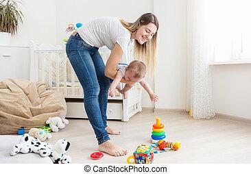 10, vieux, pleurer, elle, garçon, mois, jeune, tenue, mère, bébé