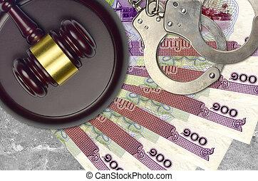 100, desk., cambodgien, procès, impôt, action éviter, juge cour, marteau, riels, police, concept, ou, judiciaire, menottes, factures, bribery.