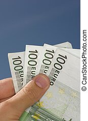 100, euros