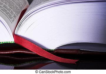 #12, ספרים, חוקי