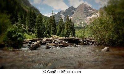 (1228), montagnes, rouge foncé, crêtes, cloches