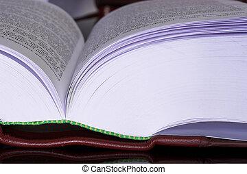 #13, ספרים, חוקי