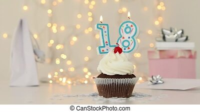 18, joyeux anniversaire, dix-huitième, petit gâteau