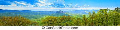 180, graad, panoramisch, van, grote rokerige bergen